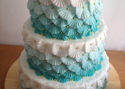 Ombre wedding cake with flowers