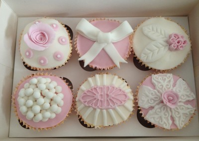 Pretty pink & white cupcakes