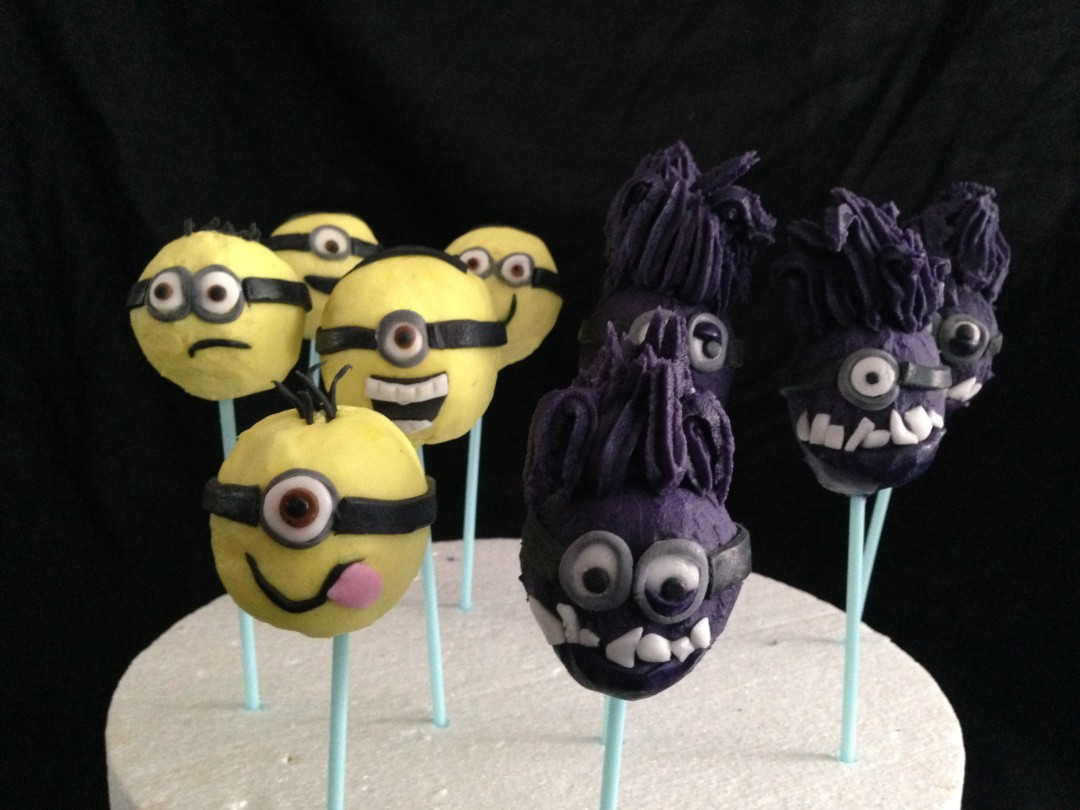 Yellow & purple minion cakepops