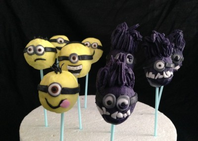 Yellow & purple minion cakepops