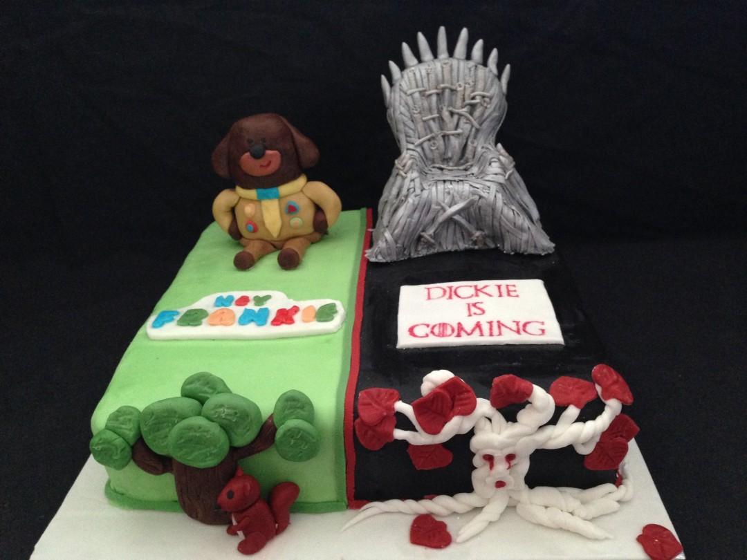 A cake of 2 halves